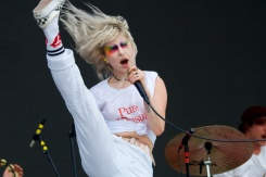 Hayley_Williams of Paramore performing on The What Stage Friday (3)